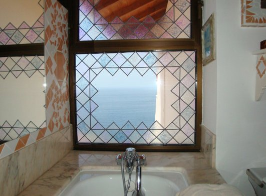 Bathtub with seaview